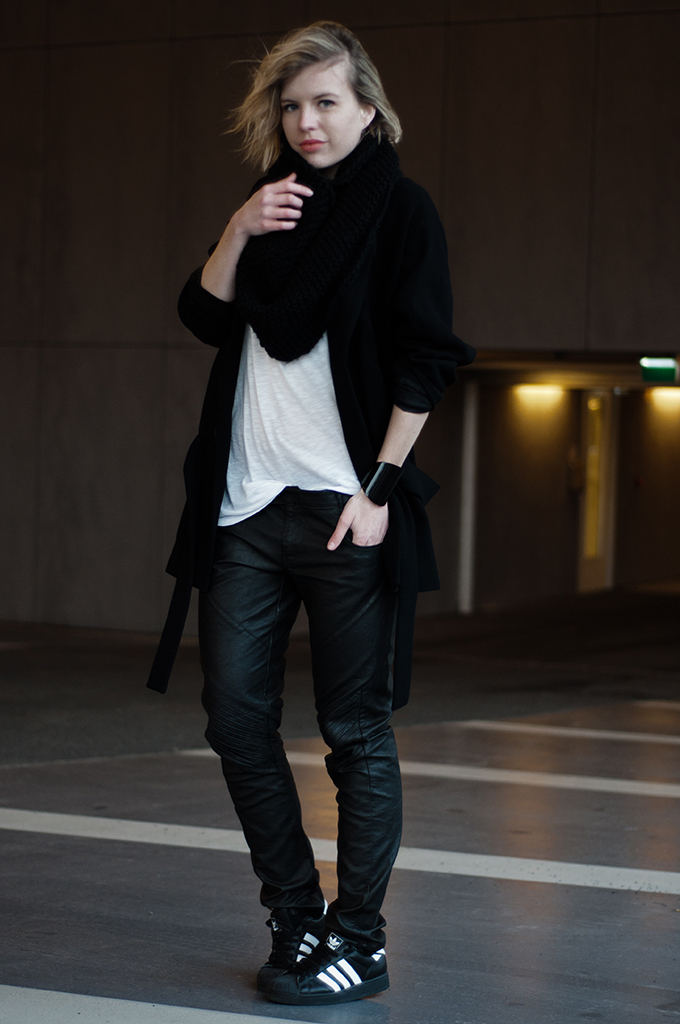 RED REIDING HOOD: Fashion blogger wearing slouchy coated leather pants G-Star Adidas Superstar sneakers streetstyle outfit