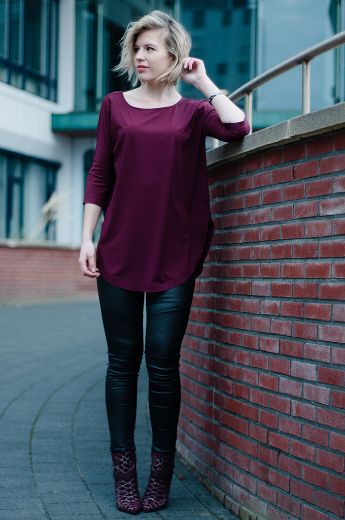RED REIDING HOOD: Fashion blogger wearing burgundy oxblood Sam Edelman Mila ankle boots red shoes leather pants model off duty streetstyle look