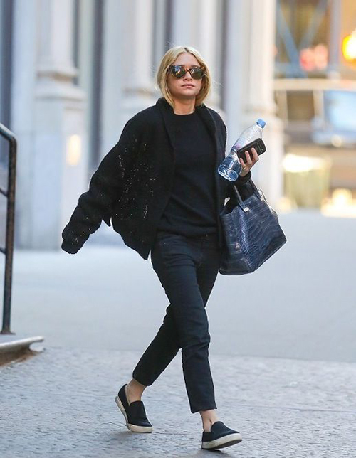 RED REIDING HOOD: Ashley Olsen fashion inspiration Olsen twins streetstyle baggy boho style all black everything outfit model off duty