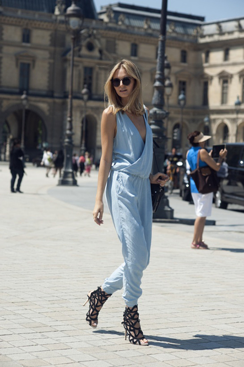 RED REIDING HOOD: Fashion blogger wearing baby blue jumpsuit black cut out sandals shoes outfit streetstyle model off duty