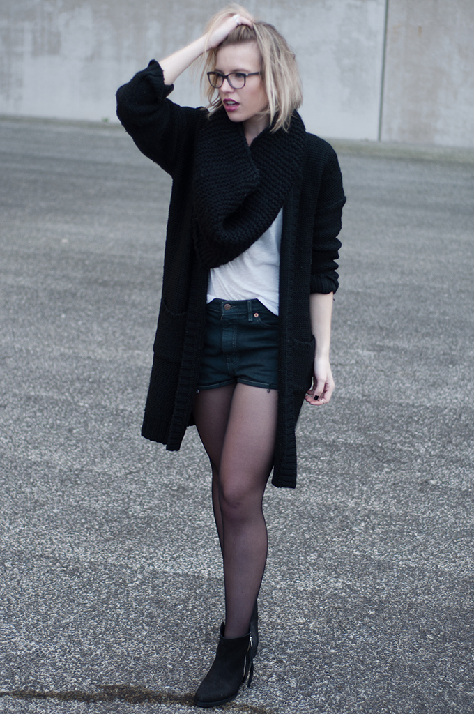 RED REIDING HOOD: OnePiece long cardigan high waisted Levi's shorts vintage acne pistol boots fashion blogger outfit