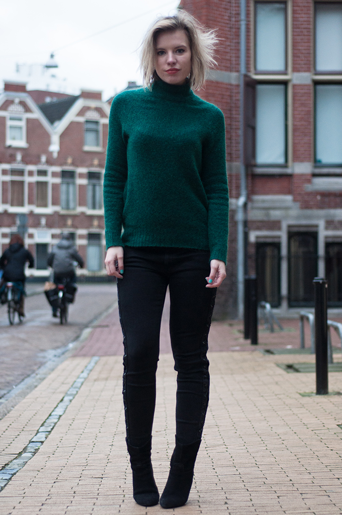 RED REIDING HOOD: Fashion blogger wearing mohair turtleneck sweater knitted knitwear rock lace up jeans suede ankle boots mango model off duty streetstyle