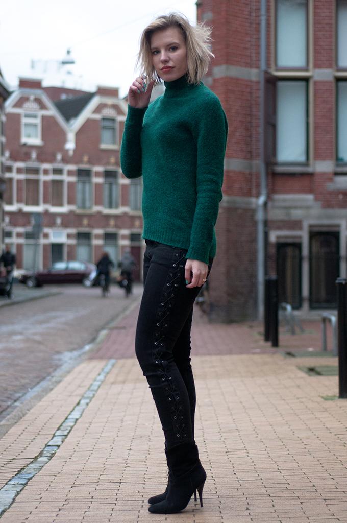 RED REIDING HOOD: Fashion blogger wearing black skinny lace up jeans Zara green mohair turtleneck sweater H&M Trend streetstyle model off duty