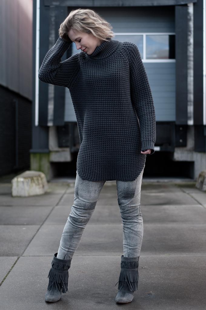 RED REIDING HOOD: Fashion blogger wearing oversized knitted turtleneck Hope Grand Sweater elin kling streetstyle model off duty isabel marant fringe boots