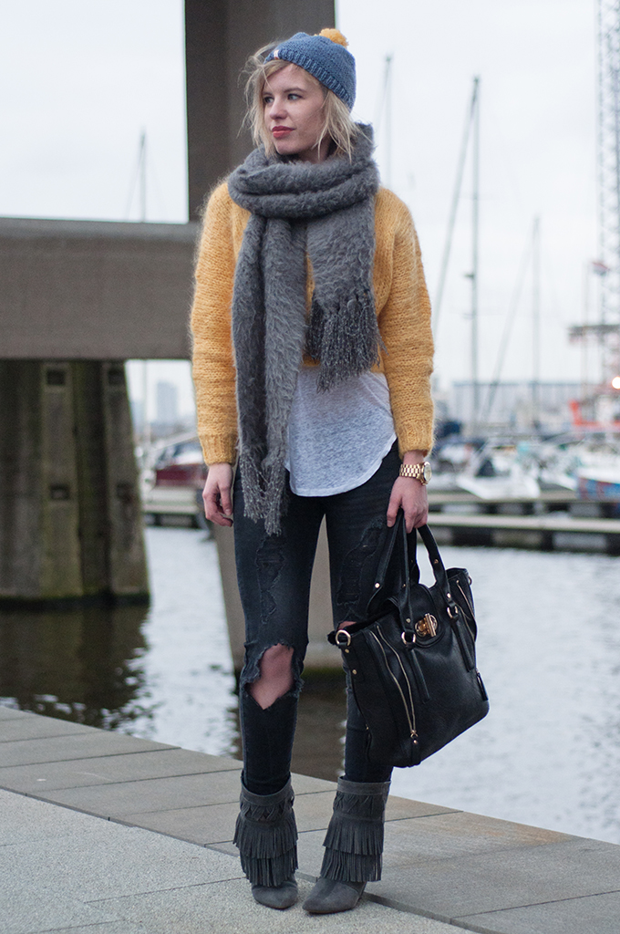 RED REIDING HOOD: Fashion blogger wearing yellow cropped mohair sweater H&M Trend Ultra fluffy scarf ASOS fringe boots model off duty streetstyle