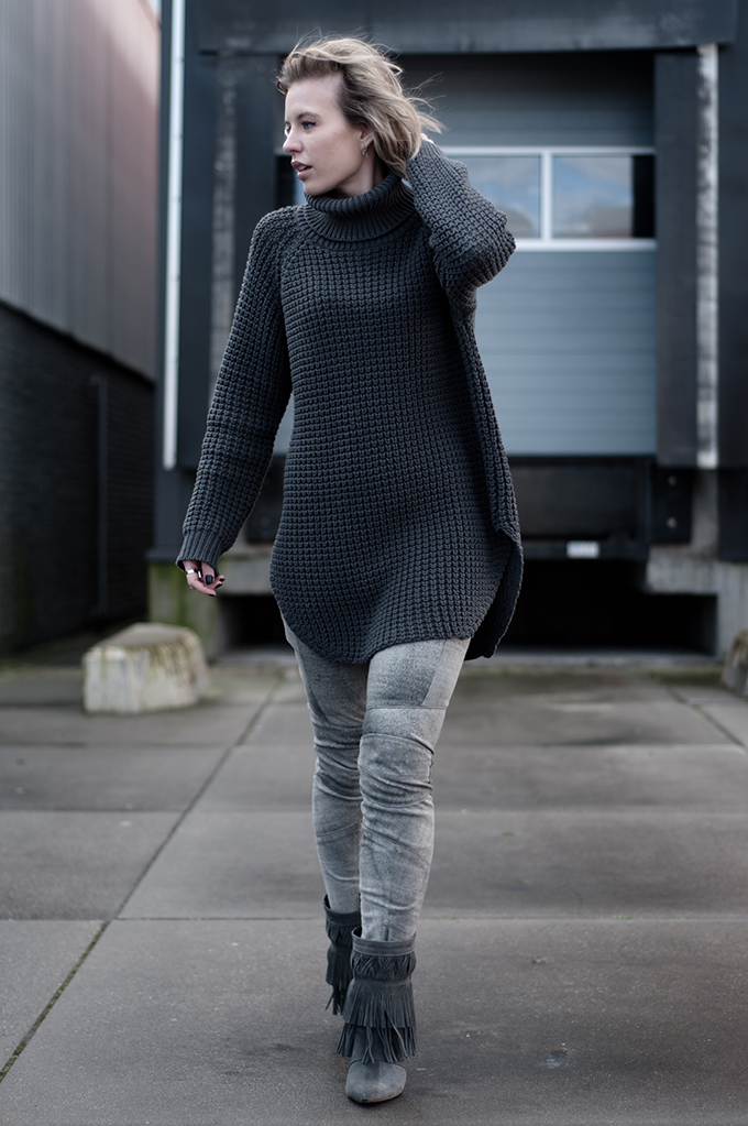 RED REIDING HOOD: Fashion blogger wearing Hope Grand Sweater Elin Kling outfit ton sur ton grey leather pants model off duty streetstyle