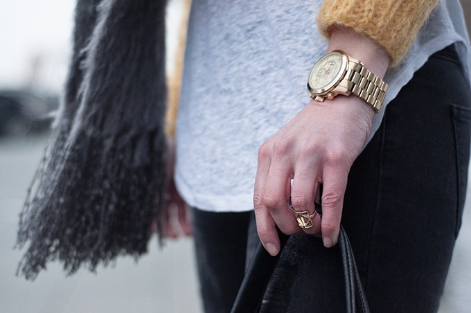RED REIDING HOOD: Fashion blogger outfit details streetstyle Michael Kors watch isabel marant pour H&M tank top gold above knuckle ring