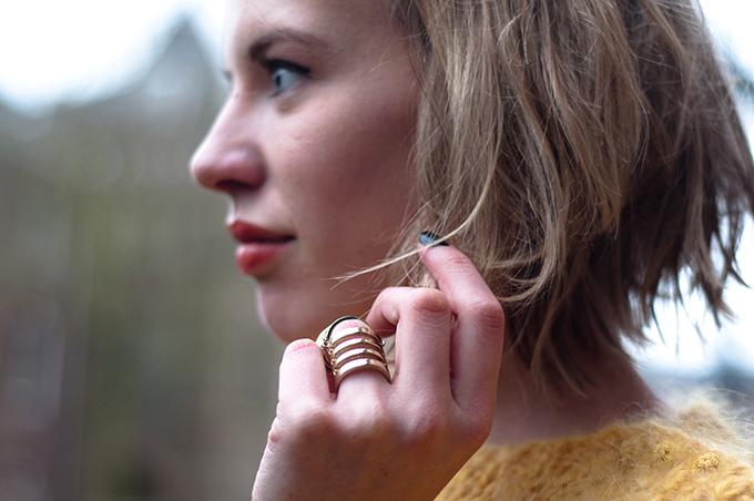 RED REIDING HOOD: Fashion blogger wearing gold statement ring short bob haircut model streetstyle