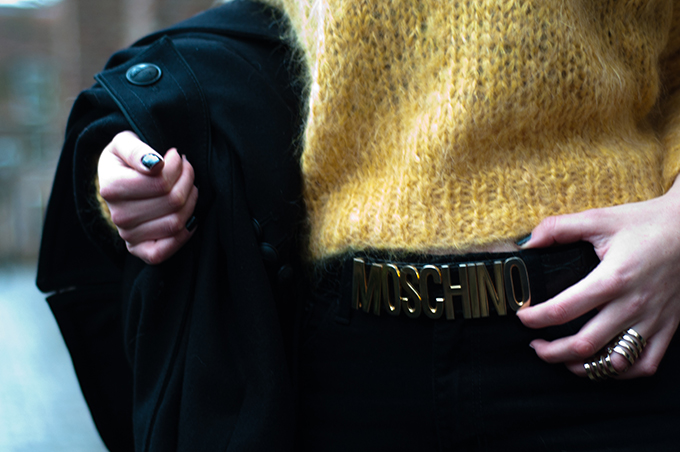RED REIDING HOOD: Fashion blogger outfit details wearing moschino belt gold statement ring mohair jumper streetstyle