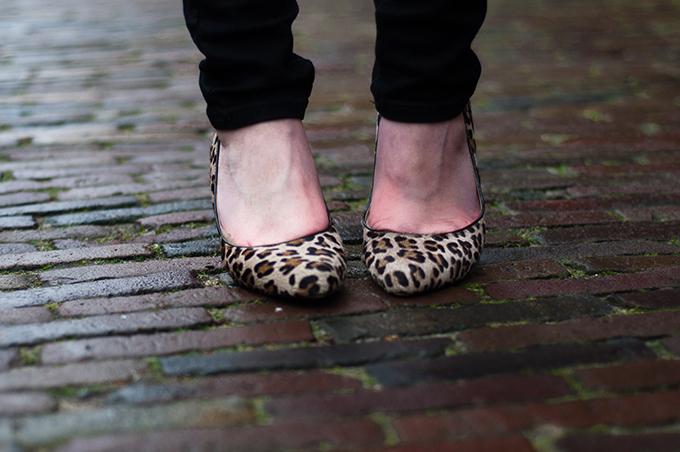 RED REIDING HOOD: Fashion blogger wearing leopard print heels pumps streetstyle model off duty look