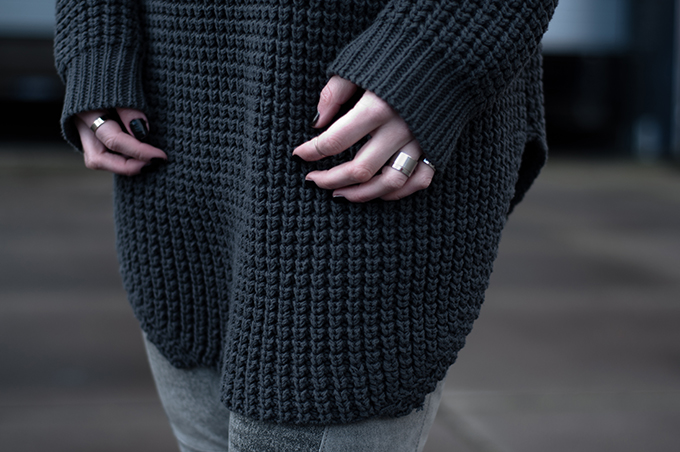 RED REIDING HOOD: Fashion blogger wearing Hope Grand Sweater band rings black nailpolish streetstyle outfit details model off duty