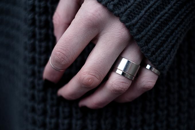 RED REIDING HOOD: Fashion blogger wearing band rings asos rock chic balenciaga rings metal hardware outfit details