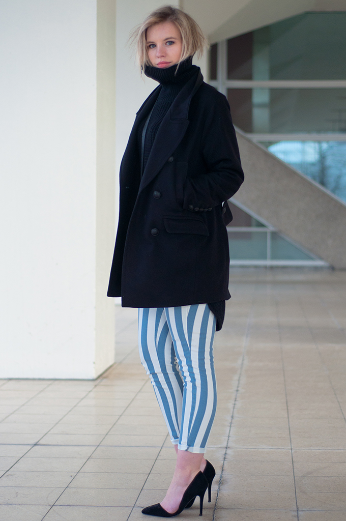 RED REIDING HOOD: Fashion blogger wearing Zara asymmetric court pumps pointy cut out shoes baby blue outfit striped trousers