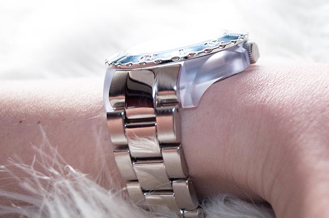 RED REIDING HOOD: Fashion blogger wearing large silver Ikki Watch Michael Kors knock off watch winactie giveaway