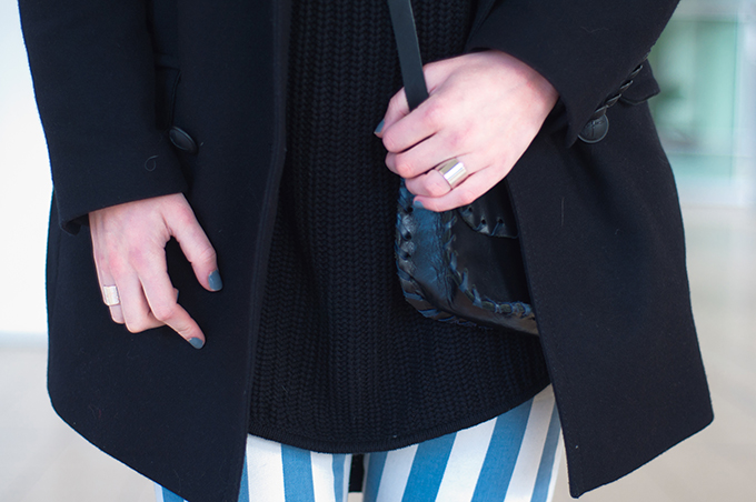 RED REIDING HOOD: Streetstyle baby blue outfit details fashion blogger wearing striped pants cross body bag black oversized knitted turtleneck boyfriend coat