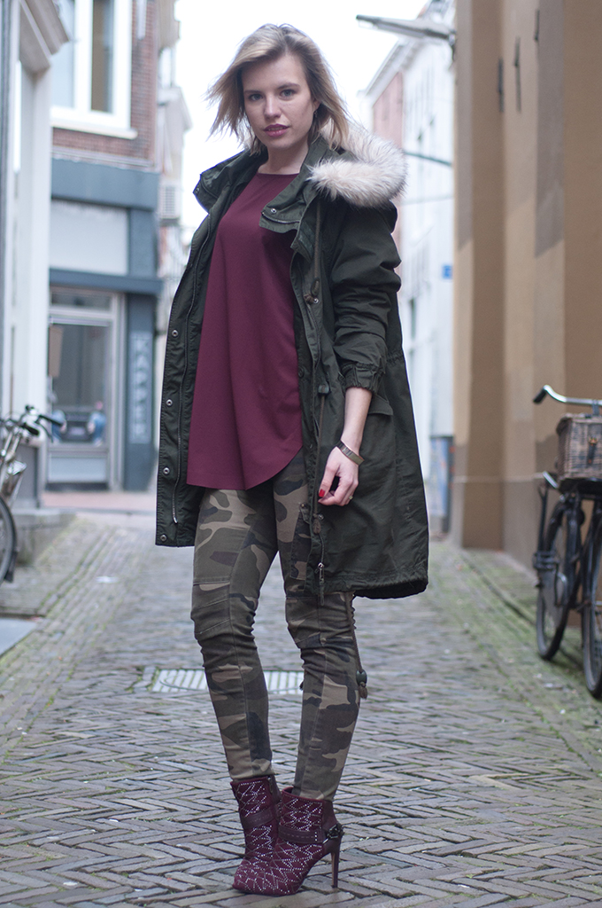 RED REIDING HOOD: Monki parka coat camo pants army burgundy sam edelman mila heels fashion blogger outfit streetstyle