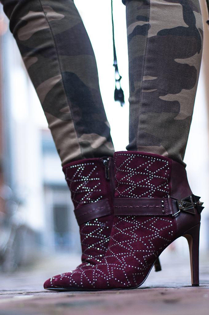 RED REIDING HOOD: Camouflage jeans camo pants burgundy sam edelman shoes oxblood heels designer shoes streetstyle fashion blogger