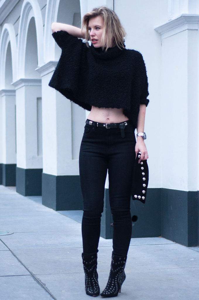 RED REIDING HOOD: All black everything outfit fashion blogger bare midriff streetstyle crop top high waisted jeans model off duty rock