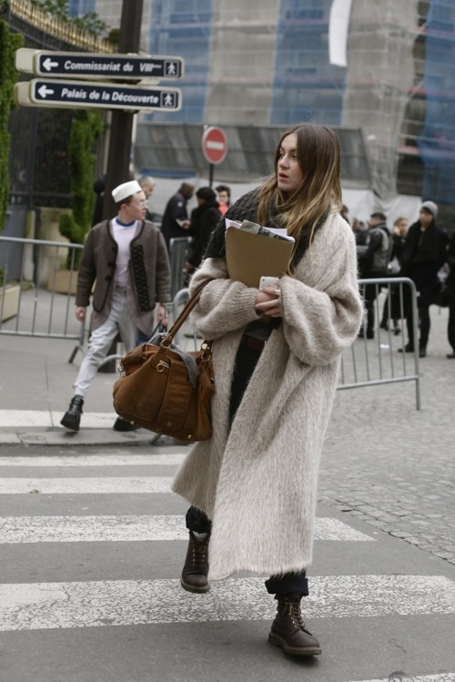 RED REIDING HOOD: Fashion blogger wearing long oversized fluffy coat streetstyle outfit