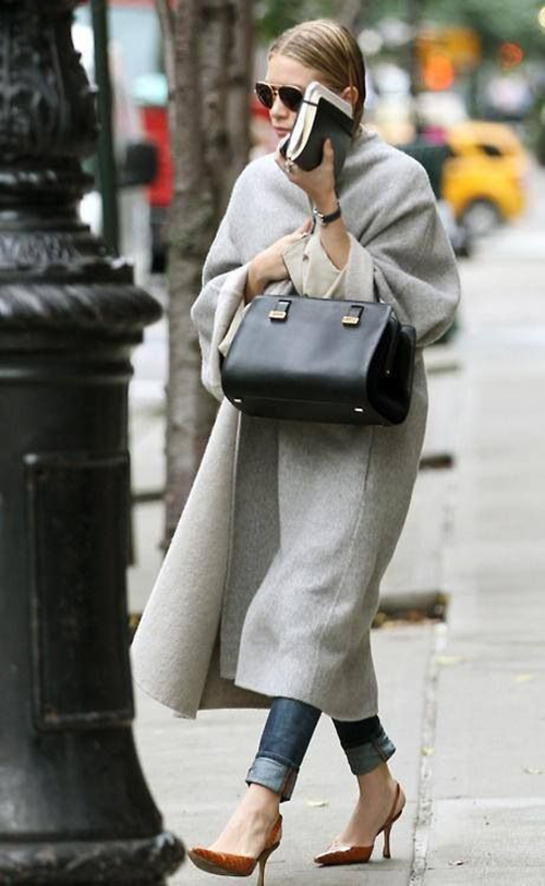 RED REIDING HOOD: Mary-Kate Ashley Olsen twins streetstyle wearing long coat fashion inspiraton pinterest