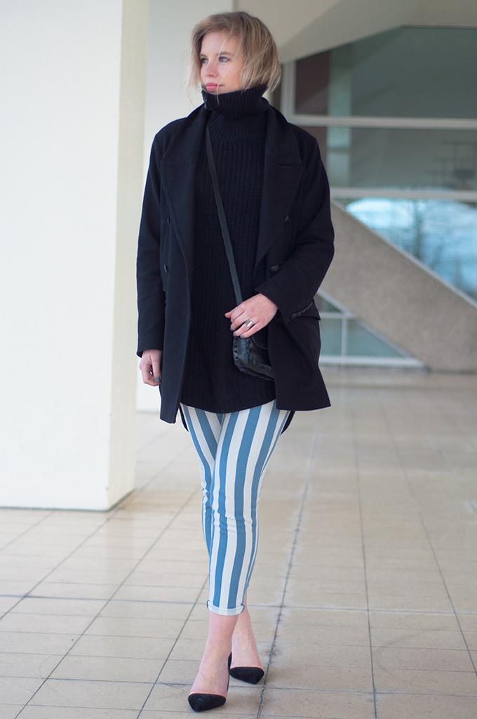 RED REIDING HOOD: Fashion blogger wearing baby blue stripe pants pointy cut out heels black oversized turtleneck sweater drykorn coat streetstyle