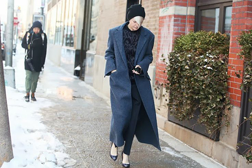 RED REIDING HOOD: Streetstyle all black everything navy blue long coat fashion blogger outfit