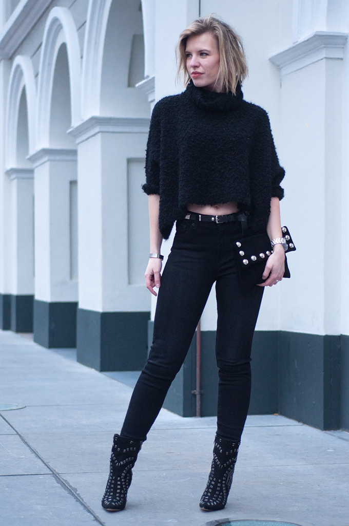 RED REIDING HOOD: Fashion blogger wearing all black everything rock chic outfit cropped jumper high waisted jeans sam edelman boots