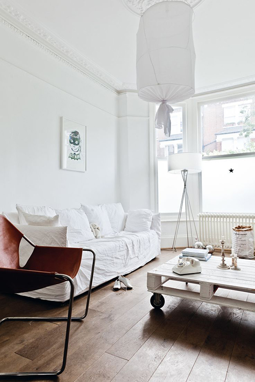 RED REIDING HOOD: All white interior with brown details leather chair pinterest home deco