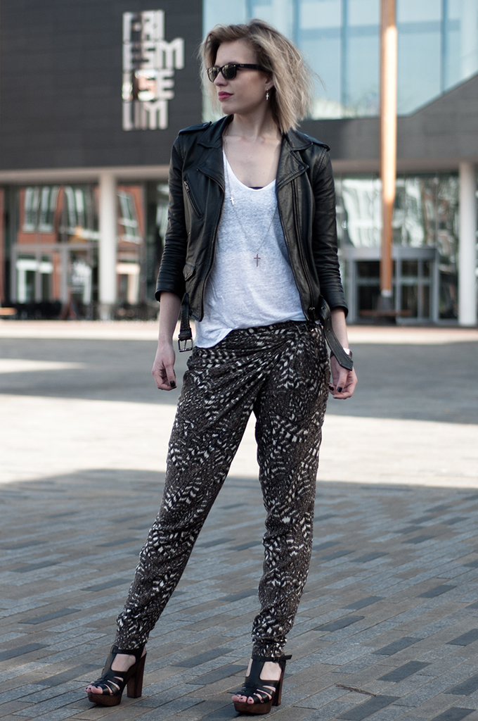 RED REIDING HOOD: Fashion blogger wearing brown and black combo H&M leather jacket harem pants streetstyle