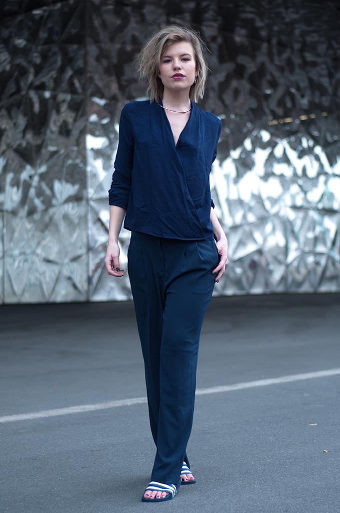 RED REIDING HOOD: Fashion blogger wearing Adidas Adilette slides navy blue suit oversized pants barcelona streetstyle model off duty look
