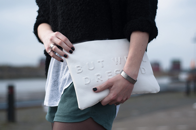 RED REIDING HOOD: Fashion blogger wearing white Zara clutch black nails silver band rings streetstyle layers outfit suede shors
