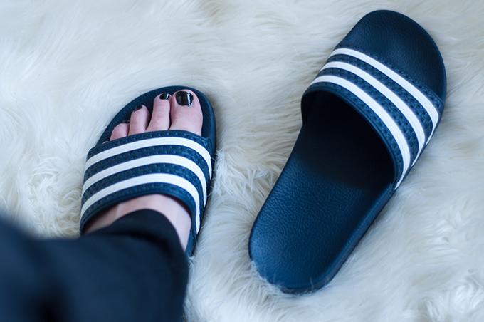 RED REIDING HOOD: New adidas adilette slides fashion blogger streetstyle adidas badslippers slippers