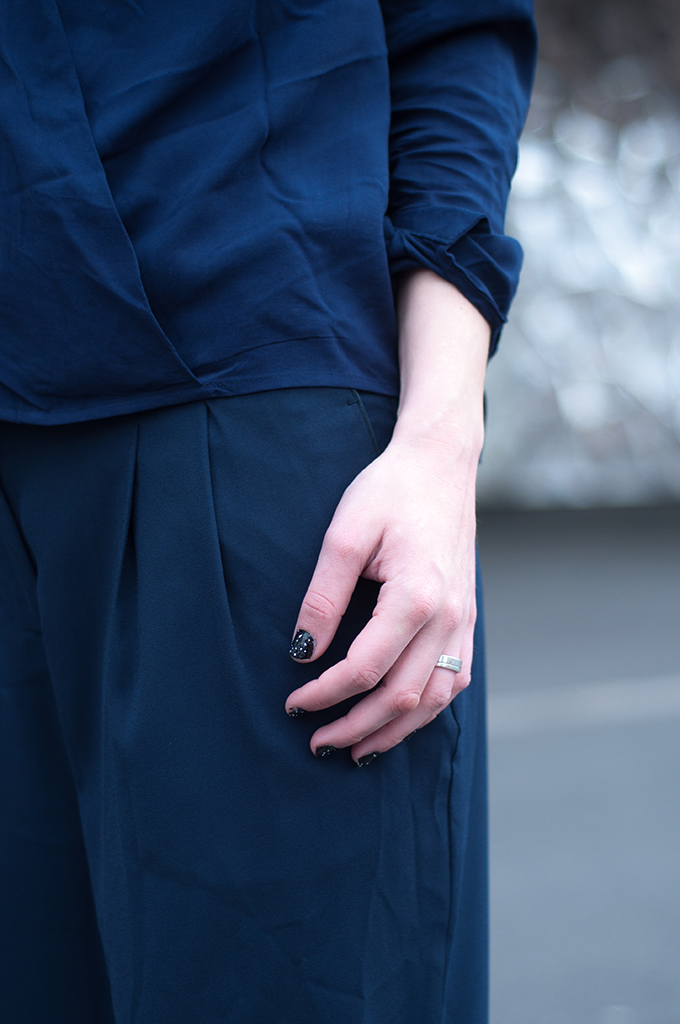 RED REIDING HOOD: Fashion blogger navy blue outfit details slouchy suit streetstyle