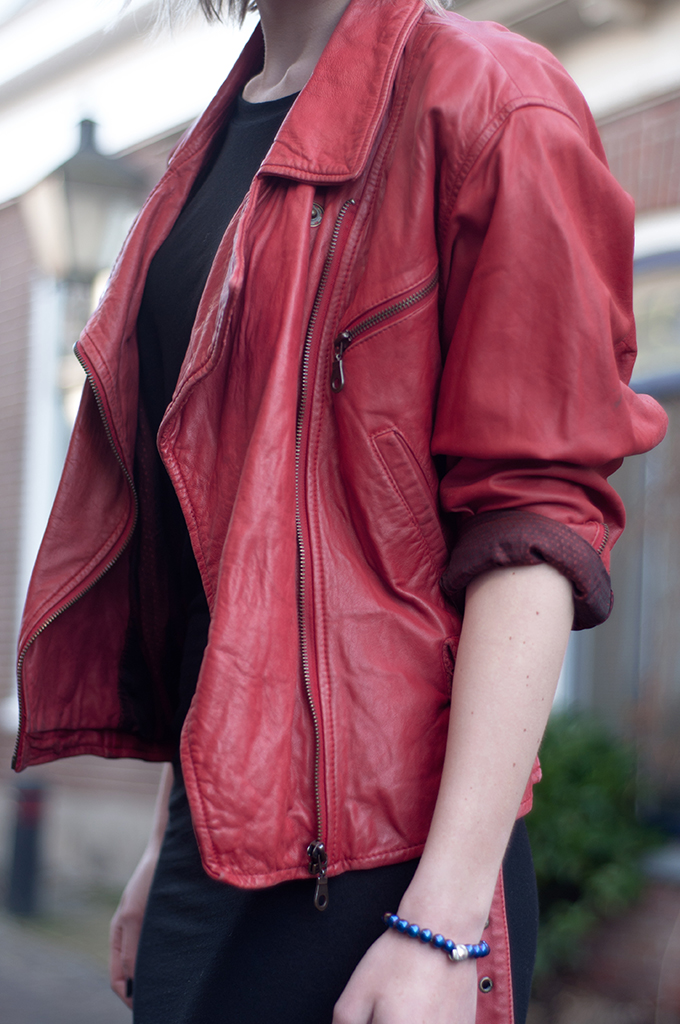 RED REIDING HOOD: Fashion blogger wearing red leather jacket vintage thrifted streetstyle model off duty outfit details