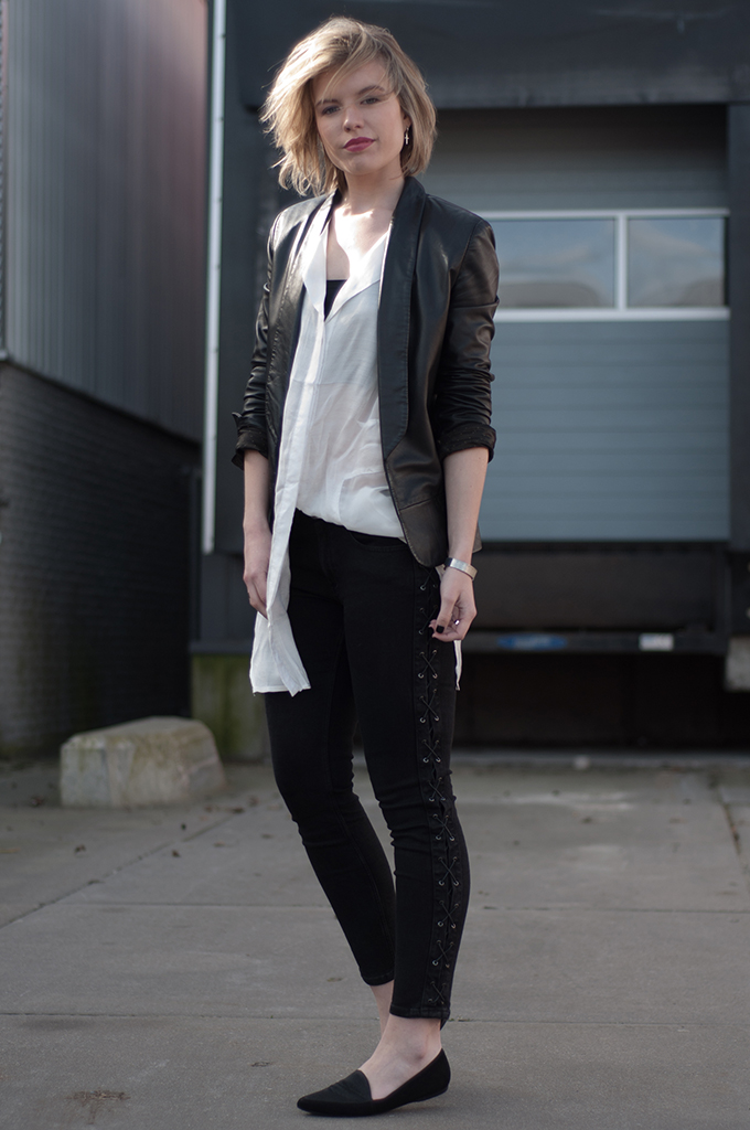 RED REIDING HOOD: Fashion blogger wearing Rut&Circle Claire Tunic long shirt streetstyle black and white outfit model off duty