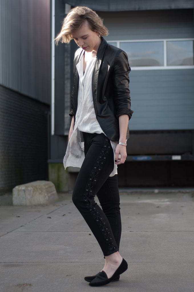 RED REIDING HOOD: Fashion blogger wearing black lace up jeans long shirt streetstyle leather suit jacket Mango outfit