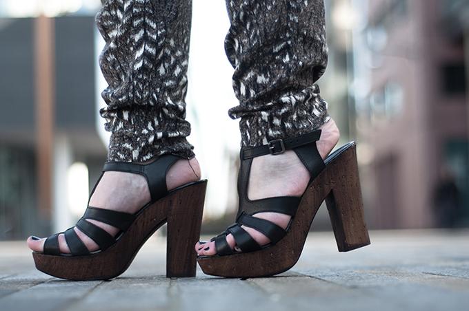 RED REIDING HOOD: Fashion blogger wearing Invito sandals sandalen schoenen leren bandjes