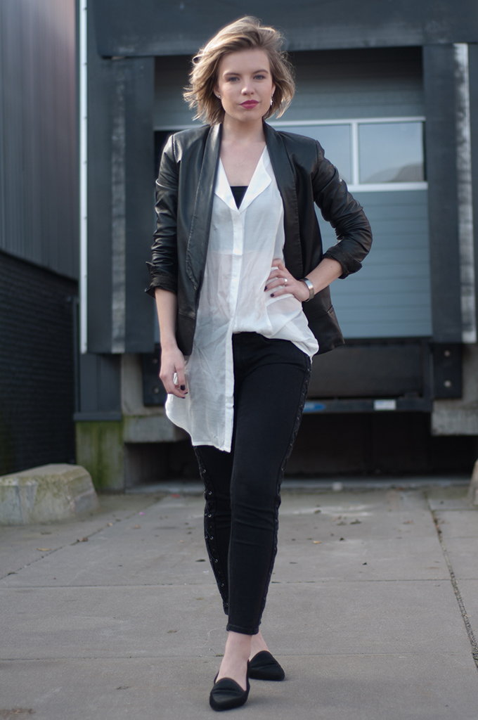 RED REIDING HOOD: Fashion blogger wearing black and white outfit lace up jeans vagabond leroc ponyhair loafers streetstyle