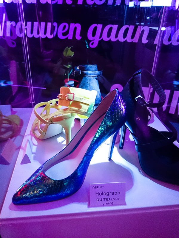 RED REIDING HOOD: NELLY HIGH HEELS EVENT holographic pumps groningen