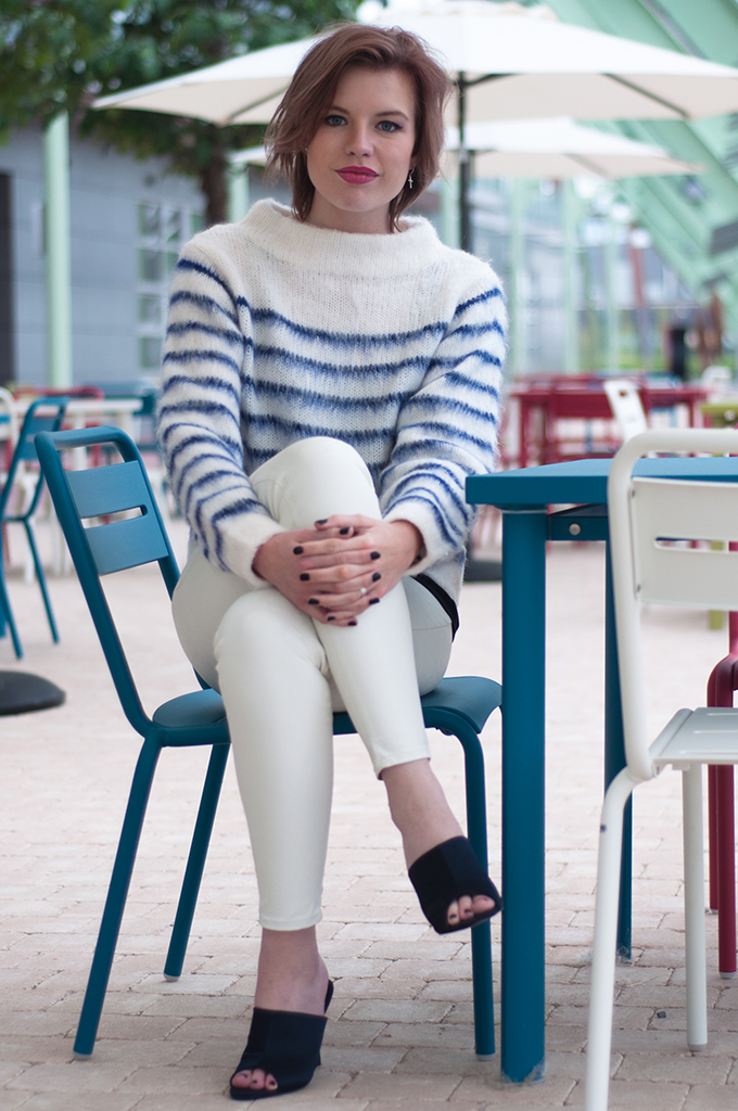 RED REIDING HOOD: Fashion blogger wearing fluffy mohair jumper H&M Trend white leather pants navy satin mules streetstyle