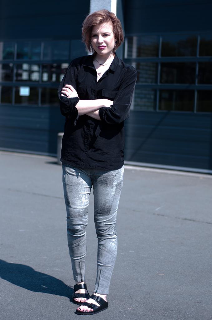RED REIDING HOOD: Fashion blogger wearing leather pants rock chic outfit birkenstock monterey birkenstocks arizona streetstyle