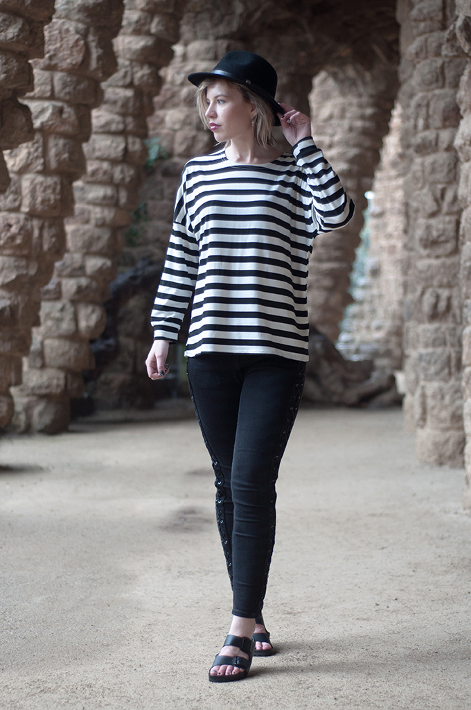 RED REIDING HOOD: Fashion blogger wearing breton striped shirts lace up jeans birkenstock monterey park guell barcelona streetstyle