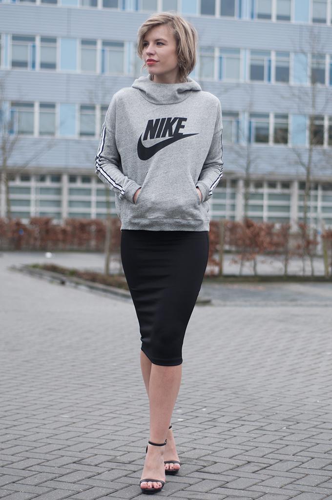 RED REIDING HOOD: Fashion blogger wearing Nike logo sweater bodycon pencil skirt H&M sandals Zara outfit