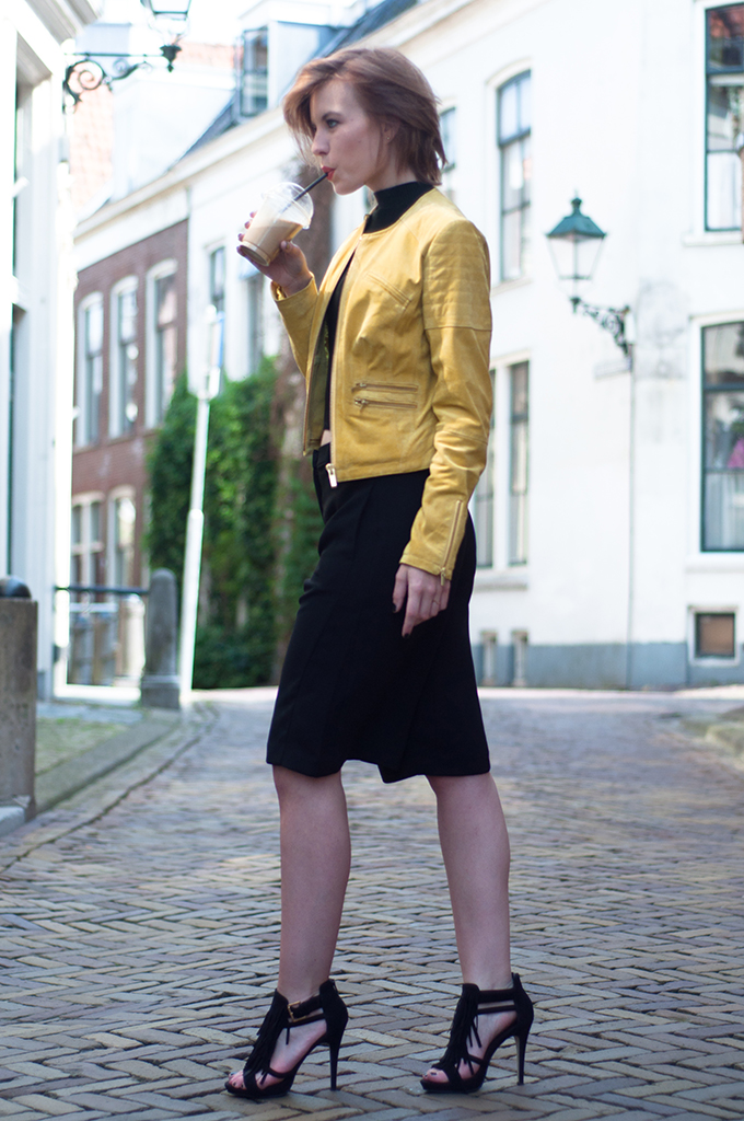 RED REIDING HOOD: Fashion blogger wearing yellow leather jacket BLUEGOLD streetstyle culottes Forever 21 cropped top
