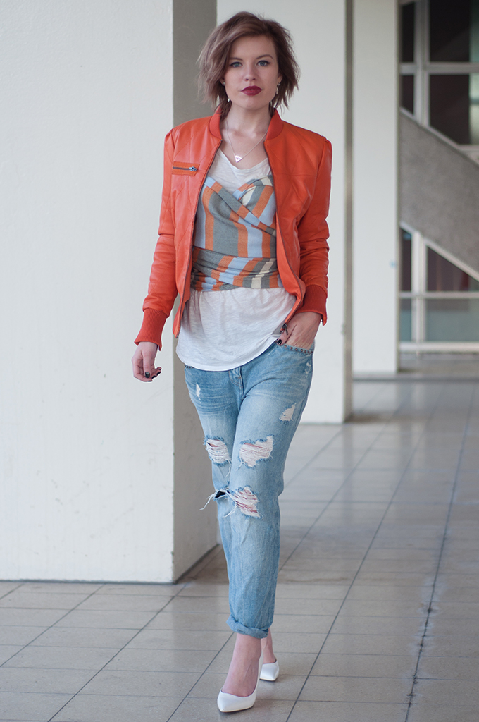 RED REIDING HOOD: Fashion blogger wearing DIY bustier top on top of T-shirt trend streetstyle boyfriend jeans outfit