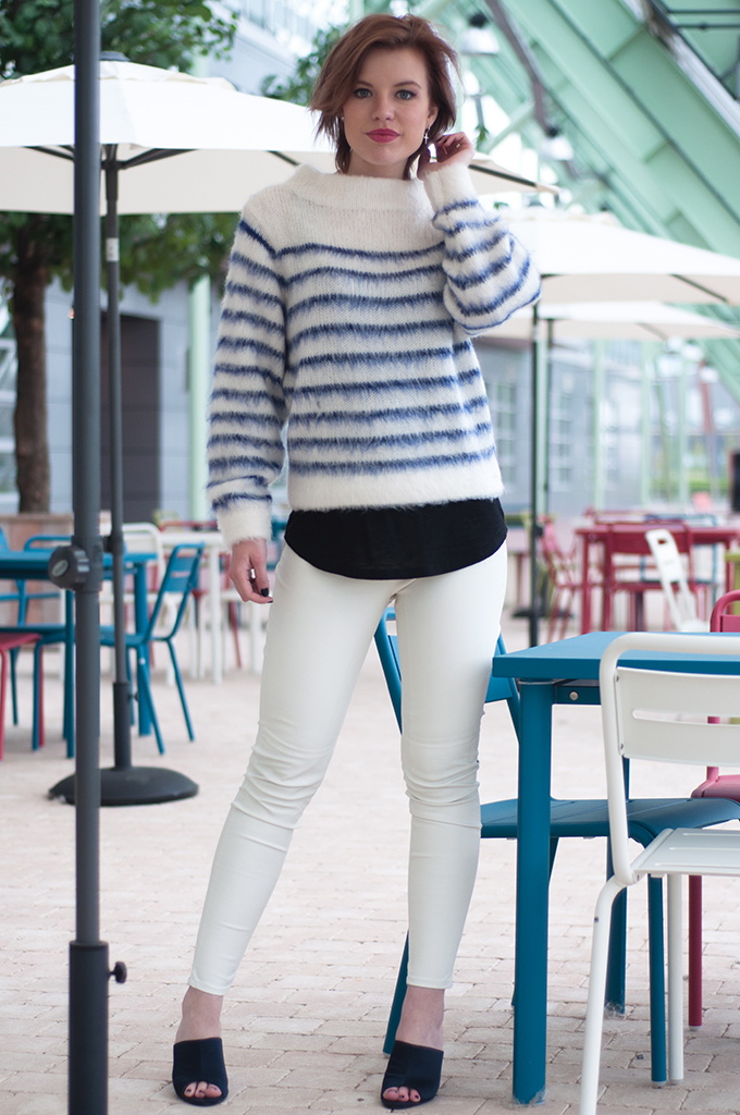 RED REIDING HOOD: Fashion blogger wearing big fluffy jumper mohair streetstyle white leather pants