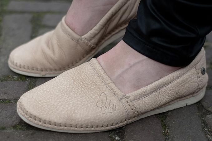 RED REIDING HOOD: Fashion blogger wearing Rehab logan loafers nude