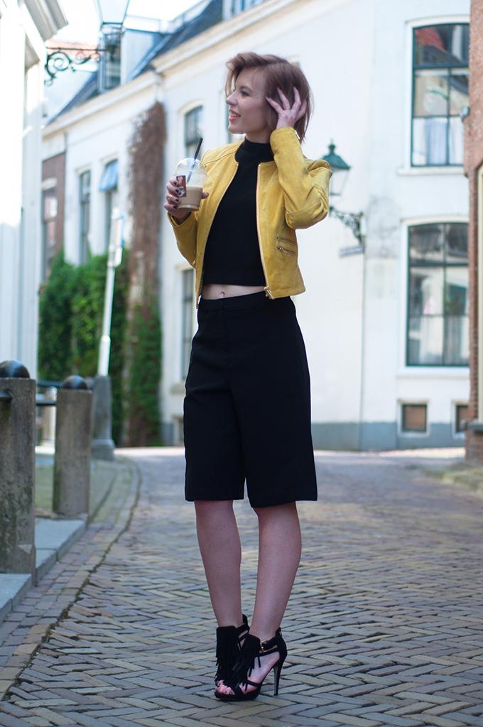 RED REIDING HOOD: Fashion blogger wearing Invito fringe sandals streetstyle yellow leather jacket BLUEGOLD
