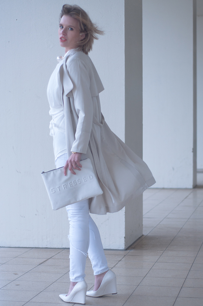 RED REIDING HOOD: All white streetstyle trench coat H&M fashion blogger wearing wrap shirt draped blouse