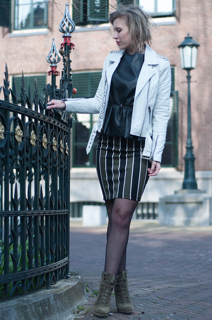 RED REIDING HOOD: Fashion blogger wearing striped pencil skirt bodycon streetstyle outfit white leather jacket model off duty